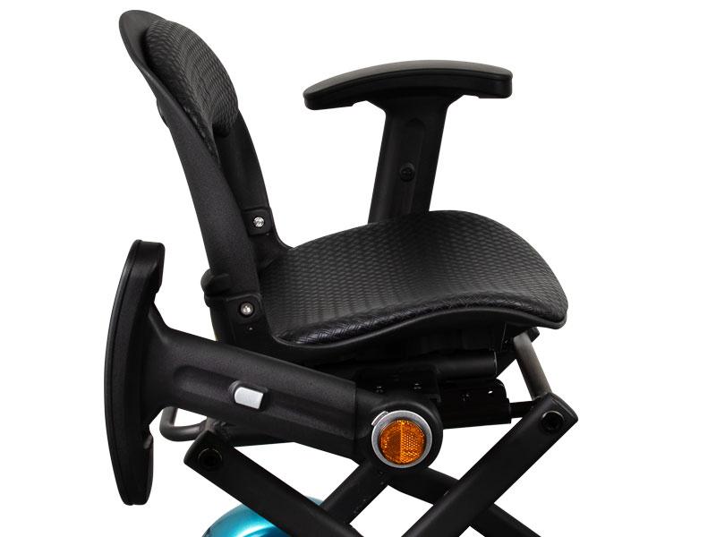 Standard ausgestattet mit umklappbaren und verstellbaren Armlehnen mit Reflektoren