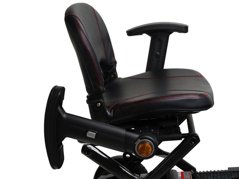 Gepolsterde Comfort Seat voorzien van wegklapbare en verstelbare armleuningen met reflectoren