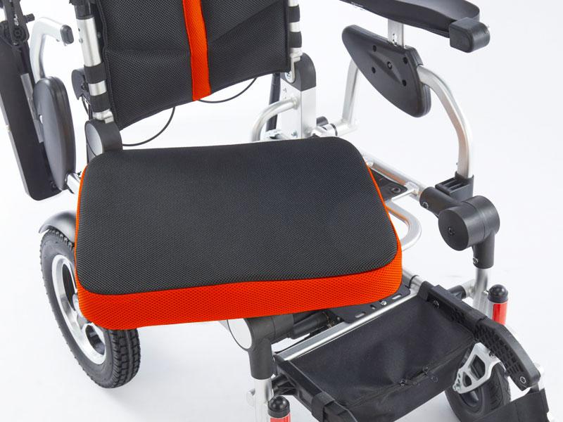 Uitneembare en ergonomisch gevormde zitkussen met ademende en afritsbare hoes