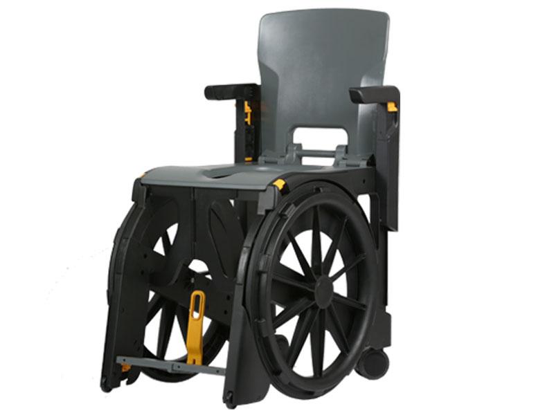 Opvouwbare gepatenteerde douche-toiletstoel met grote wielen om zelfstandig te verrijden