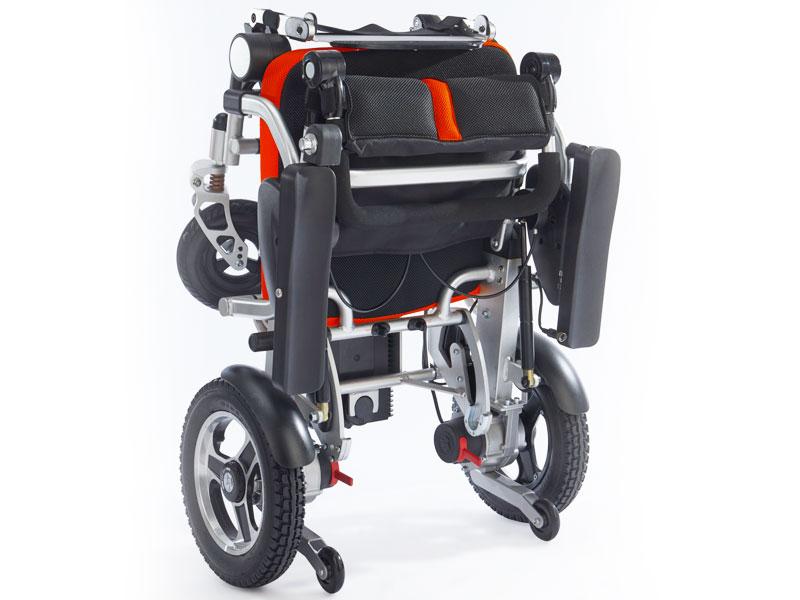 Opgevouwen Smart Chair JetSet blijft zelfstandig staan op achterwielen en antitip