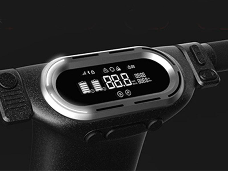 Overzichtelijk bedieningspaneel met LCD scherm voorzien van o.a. snelheidsweergave, accu-indicator en aantal gereden km
